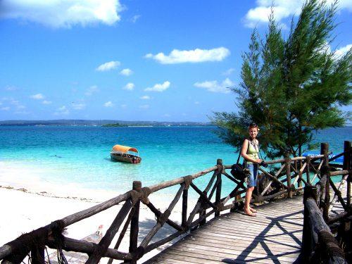 Hint Okyanusu'ndaki Baharat Adası diye de ün yapmış Zanzibar'a bağlı minik Hapishane Adası'ndaki dev kaplumbağalara ziyaret (Prison Island)...