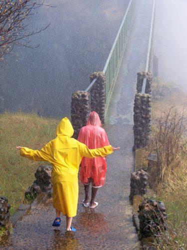 Viktorya Şelaleleri'nde olmazsa olmazlar : yağmurluk ve crocs'lar, Lusaka / Zambiya...